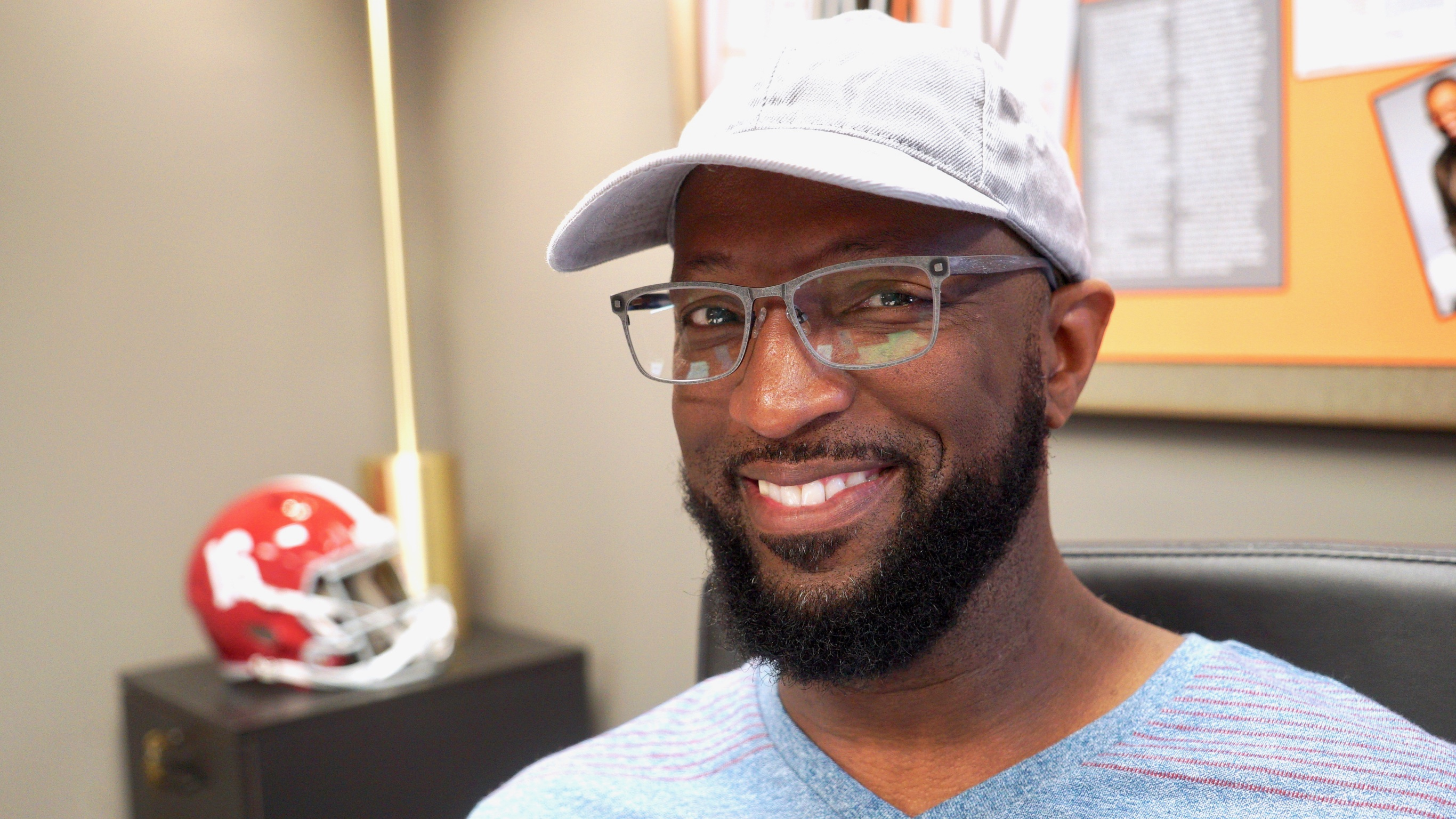 f567e0823ec Rickey Smiley Dishes on Wearing Glasses
